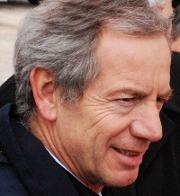 Guido Bertolaso a LAquila visita le Unità mobili oftalmiche