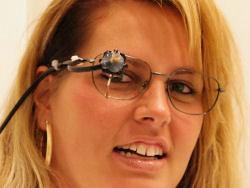 Tracciatore oculare (Eye tracker).Fonte: www.cobain.org