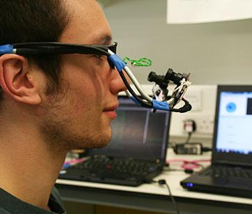 Prototipo di occhiali che consentono di controllare un semplice videogame (Fonte: Imperial College di Londra)