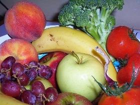 Gli esperti consigliano di mangiare 5 porzioni di frutta e verdura al giorno. Una dieta corretta fa bene anche alla vista