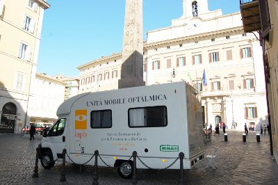Unità mobile oftalmica della IAPB Italia onlus, in cui si svolgono controlli oculistici gratuiti