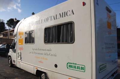 Unità mobile oftalmica (camper attrezzato per i controlli oculistici gratuiti)