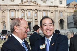 Da sinistra l'avv. Giuseppe Castronovo (Presidente della IAPB Italia onlus) e Wing-Kun Tam (Presidente del Lions Clubs International)