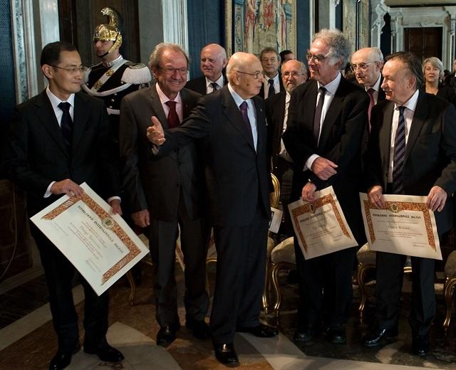 A sinistra S. Yamanaka premiato al Quirinale dal Presidente Giorgio Napolitano il 18 novembre 2010