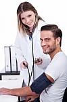 La misurazione periodica della pressione sanguigna è importante per preservare la salute