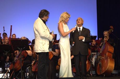 Al centro Eleonora Daniele e, a destra, il Presidente dell'Unione italiana dei ciechi e degli ipovedenti Tommaso Daniele