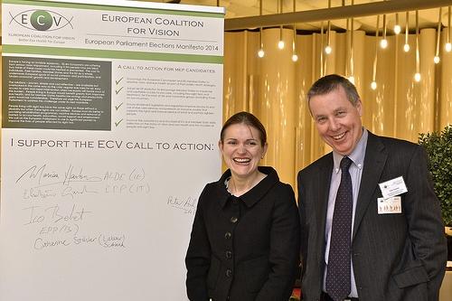Campagna presso il Parlamento Ue (sulla destra Peter Ackland, direttore esecutivo della IAPB)