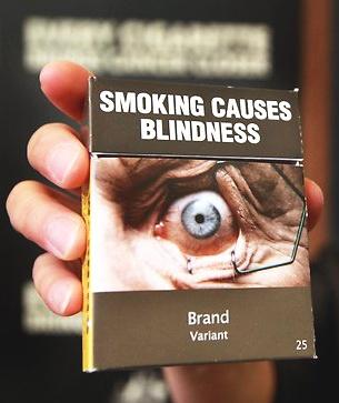 Pacchetto di sigarette australiano con avvertenza grafica: