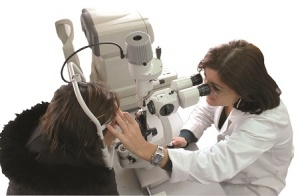 check-up-oculistico-scontornato-photospipb9837eea6ab8c30eccac2f4d71596dcc.jpg