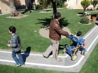 bambini-in-giardino-con-adulto-e-passeggino-web.jpg