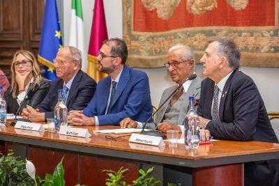 tavolo_relatori_legno-gmv2018-web.jpg