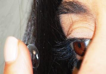 lente_a_contatto-applicazione-particolare-web-350pix.jpg
