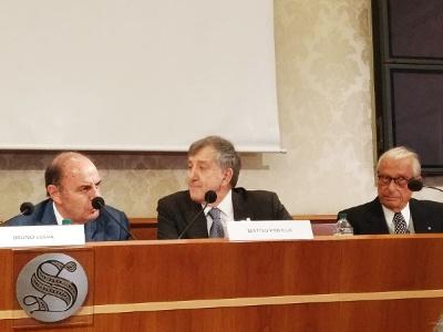 Sala caduti di Nassirya (Senato, 22 maggio 2019): da sinistra Bruno Vespa, Matteo Piovella (Presidente SOI) e Mario Stirpe (Presidente Fondazione Bietti)
